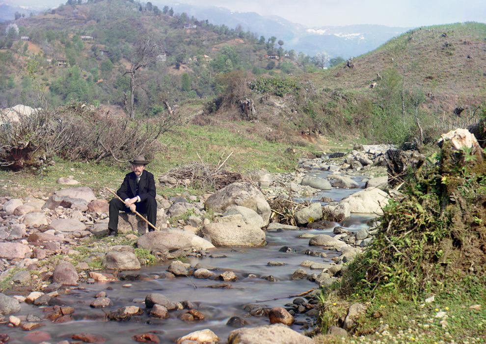 Sergej Prokoedin-Gorski aan de rivier de Karolitschali, 1910