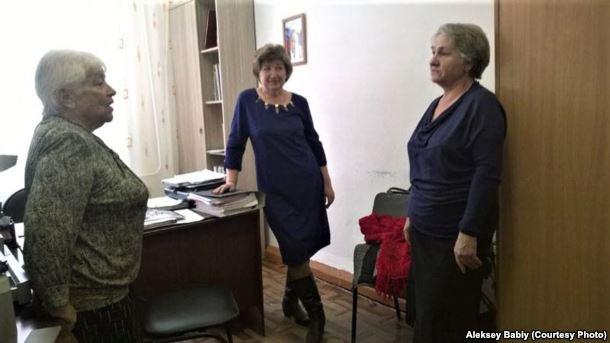 Ljoedmila Miller (links) en Tamara Petrova (midden)
