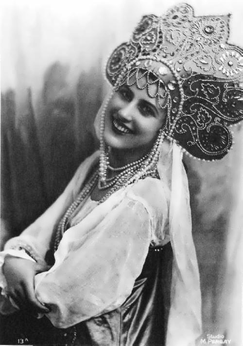 1932 - Nina Pol