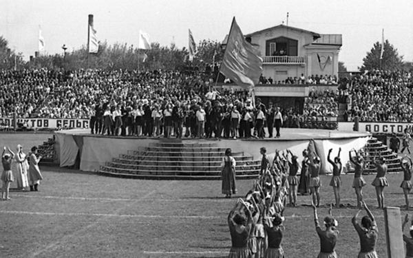 Празднование Дня животноводов на стадионе Динамо Апрель 1967.jpeg