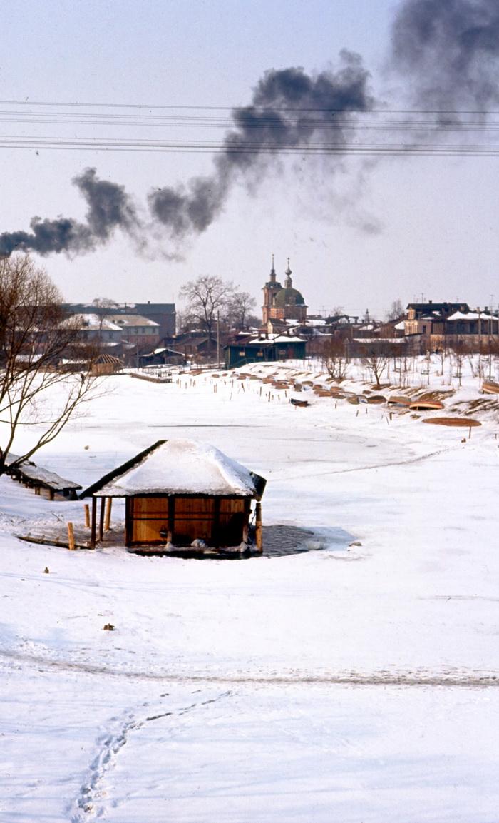 Een washokje in de rivier de Troebezj, bij Pereslavl-Zalesski. (1964)