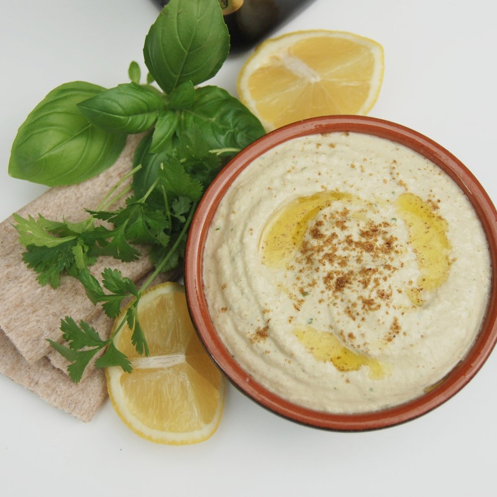 Hummus with buckwheat crackers