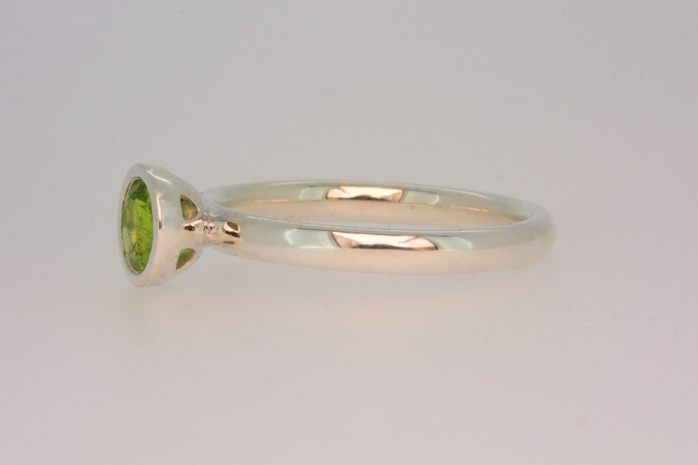 Scattered trillion cup ring with peridot