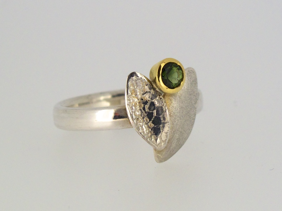 Leaf duo ring with green tourmaline set in 18 carat yellow gold