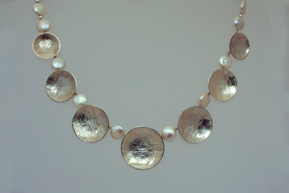 Lace embossed silver circle and pearl necklace