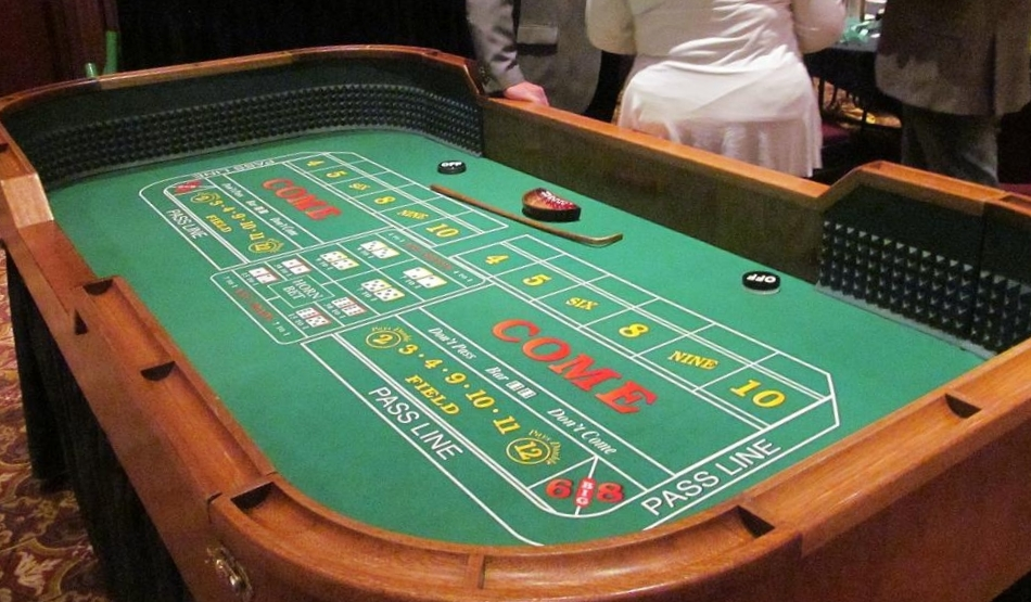 $200 - Craps Table & Accessories - Seats 16  Includes Table, Skirting, Casino Style Chips, Stick, On/Off Puck, Dice, & Dice Bowl.  Table 8'x4' - UFP 12'x9' (110 sq ft)
