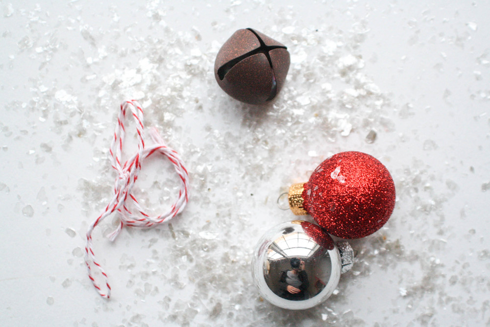 PS, Here are some more ides for that little extra something on top...glittered Christmas balls, bells, candy cane ribbon!