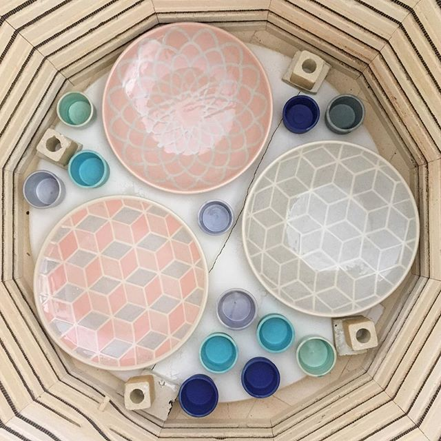 *👉🏼swipe to see before shot👉🏼* I never get tired of unloading a glaze kiln, you never quite know how things will turn out until this point. Also check out the late stage shrinking on these platters! They were a lot closer together when I put them in the kiln. See these beauties in person this weekend at the @craftnovascotia show!