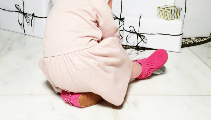 Dress Gray Label and Pink Minnetonka booties (  www.stadtlandkind.ch  ) | Aden and Anais blanket (www.khmcollections.com)