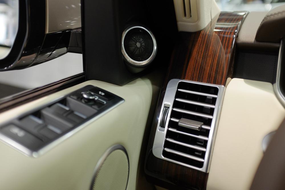 Range Rover Dash Details