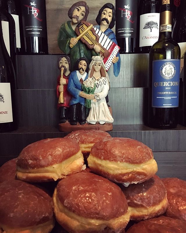 Polish wedding traditions are just about the best traditions around. #polishdonuts #imwiththeband #fromP2Z