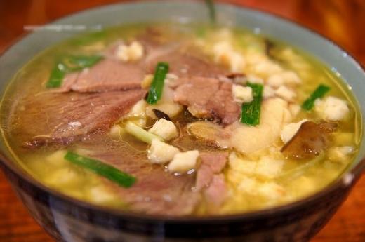 Pita Bread Soaked in Lamb Soup (Paomo, 羊肉泡馍)