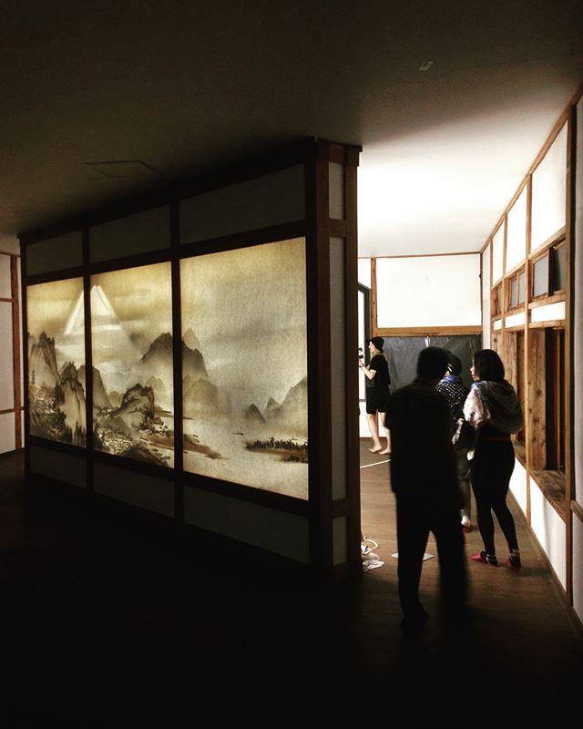 Highlights from Echigo-Tsumari Triennale : Art from scrap, not paint. . #art #echigotsumari #arttriennale2018 #arttriennale #triennale #paper #scraps #twigs #backlit #tokamachi #niigata #japan with @katietectonic
