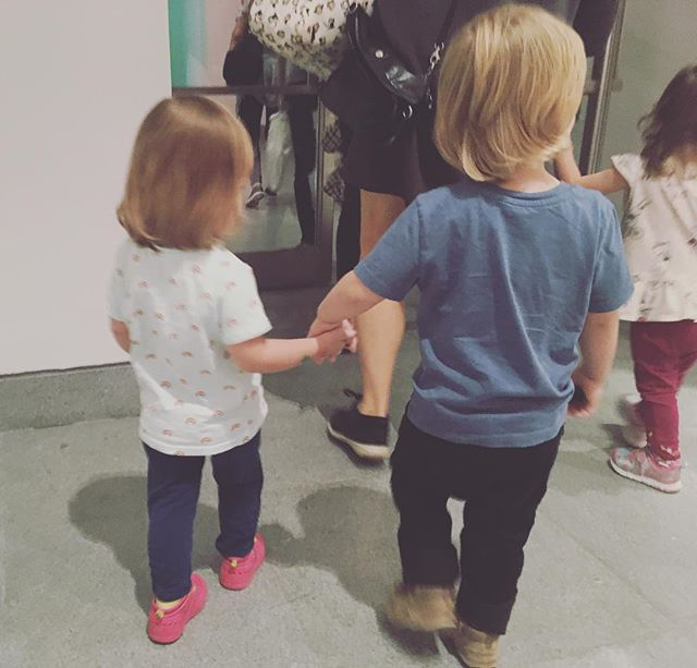 Lookin' at art, makin' friends. It's how we roll. #kidslovemuseums