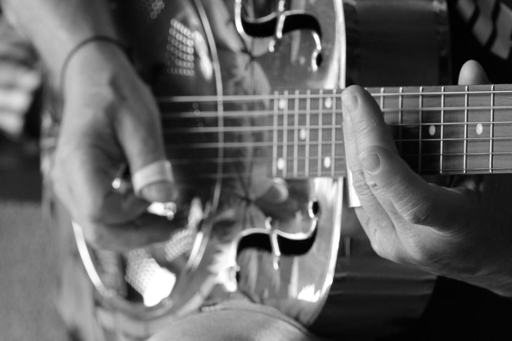 21-3-14 Silver guitar.JPG
