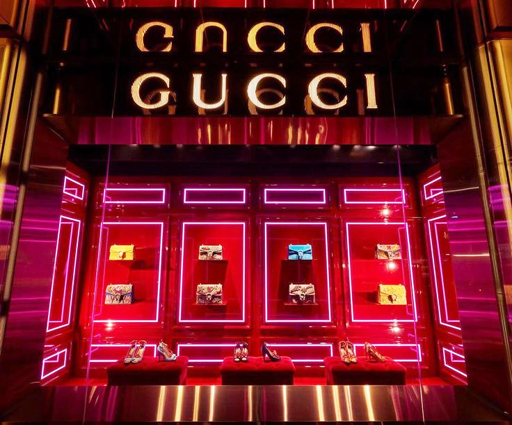 Gucci storefront featuring their main line of handbags and accessories
