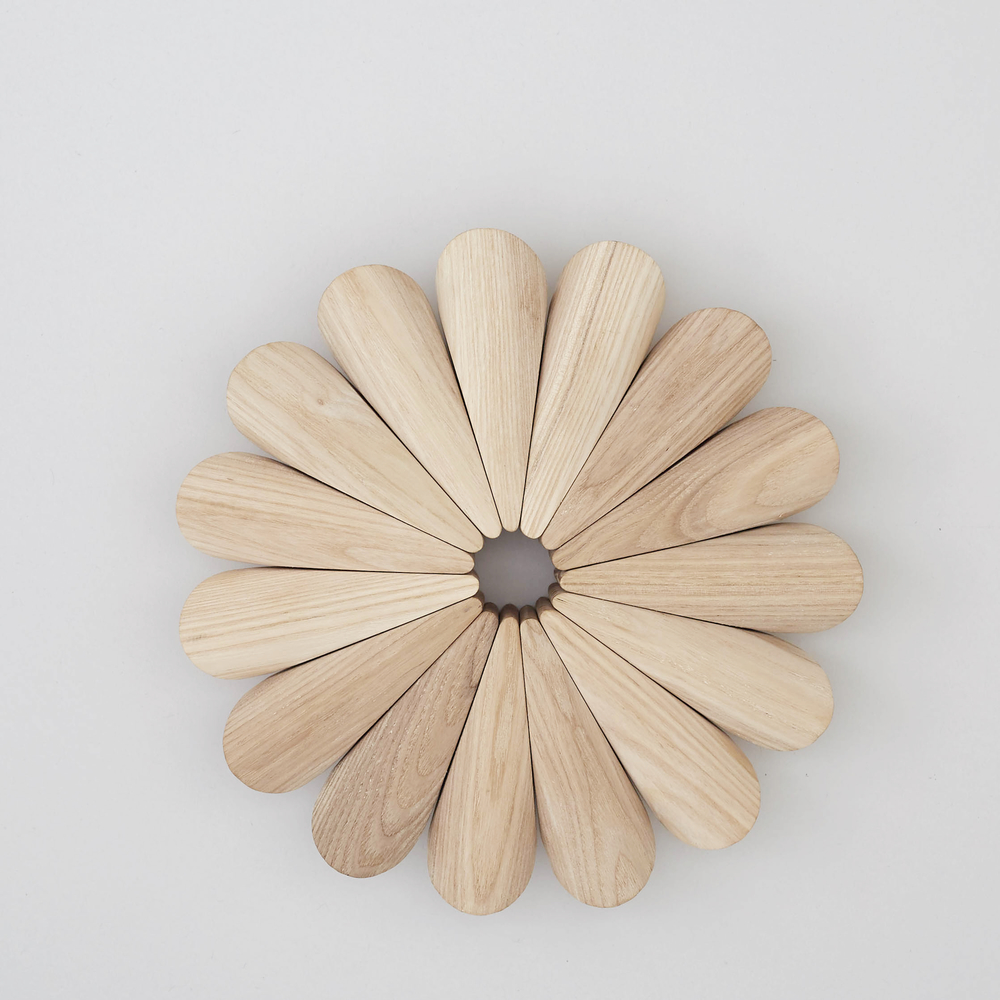 Ash Trivet Each ash segment in this trivet is carved and linked together by hand. An aesthetic object that will protect your table. £70
