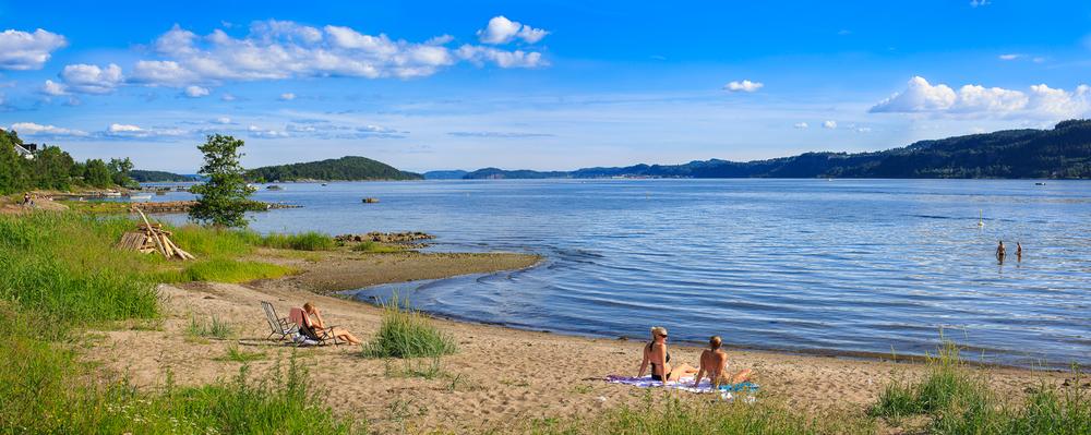 Badeparadis. Kysten av Sande og Svelvik har mange flotte badeplasser. Her fra Sandebukta i Sande.