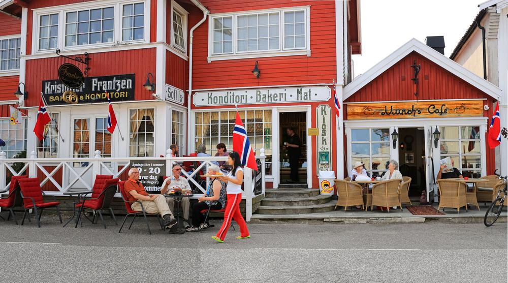 Sjarmerende kafeliv i Åsgårdstrands gater