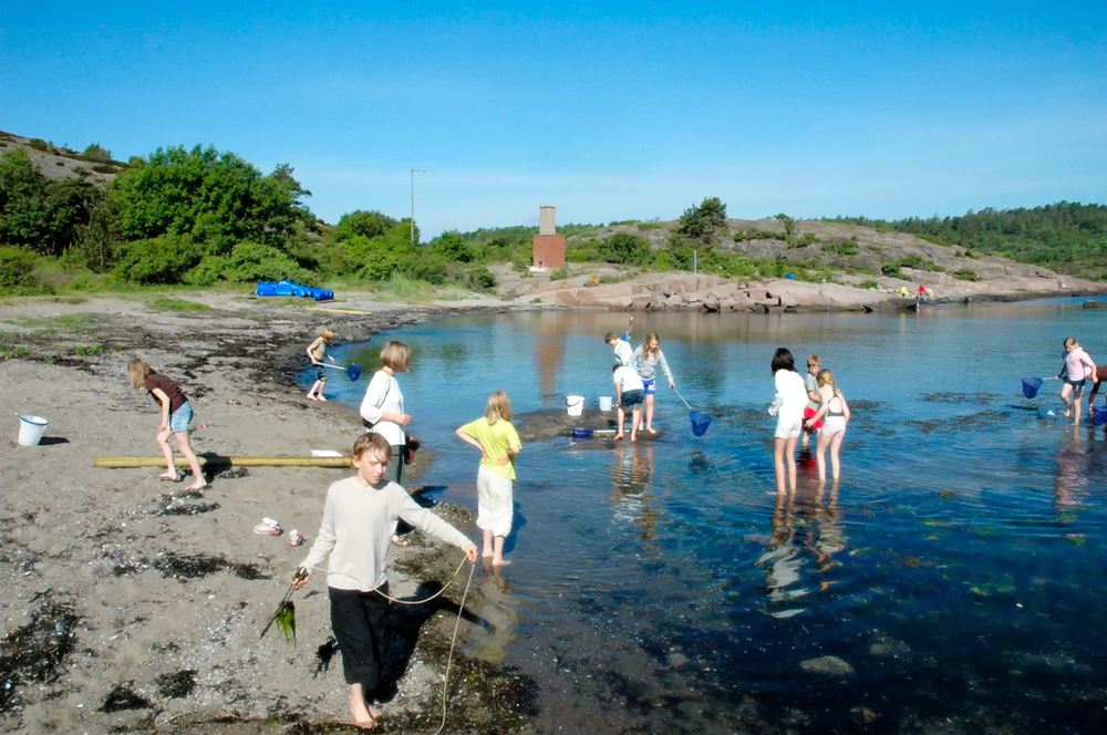 Krabbejakt er en populær aktivitet på Bolærne. Like populære er definesandstrendene her. Foto: Oslofjorden Friluftsråd