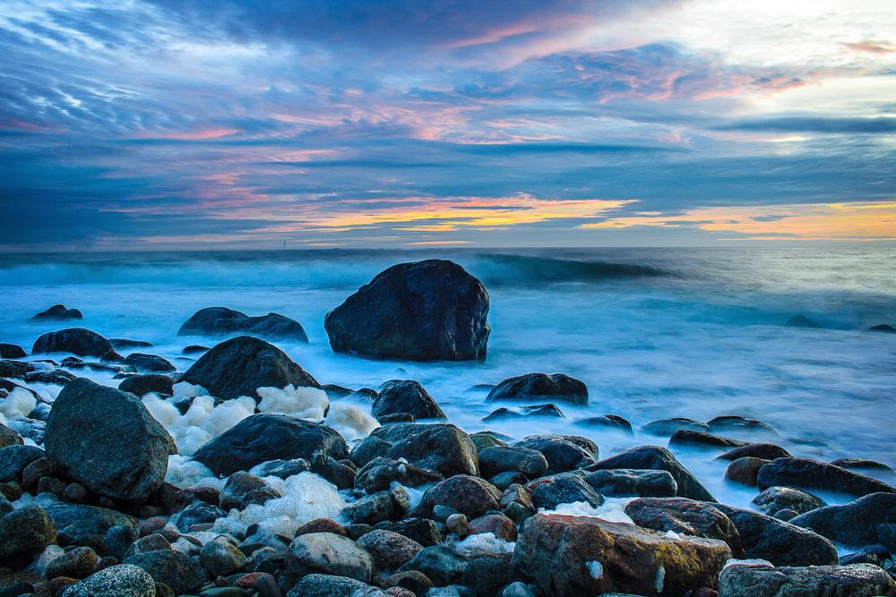 Ta en tur til Mølen og opplev sjøsprøyt og naturens krefter i vakkert spill. Den beste terapi på litt stressende og intense dager.