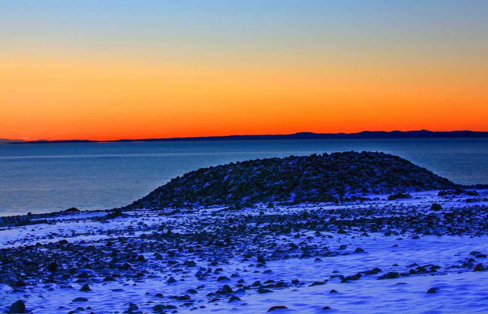 Nærmeste nabo til Nevlunghavn er en av verdens naturmonumenter fra siste istid, pluss menneskeskapte mystiske gåter    MØLEN    LES MER