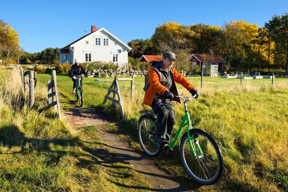 Sykkelen er din beste venn på bilfrie Koster. Høsten på Koster egener seg godt til å bli kjent med øyriket fra sykkelsetet.