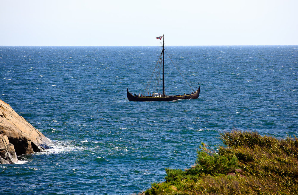Vikingskipet  Gaia  seilende utenfor Vesterøya i Sandefjord