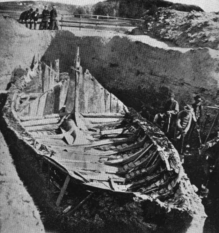 Fra utgravingen av Gokstadskipet i 1880 på gården Gokstad i Sandefjord.