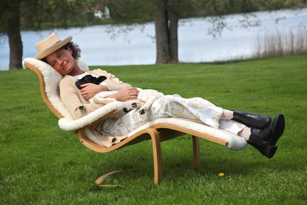 """""""Fåreskinn de luxe"""" -Utrolig god å sitte i, gynger behagelig, hvis man vil."""