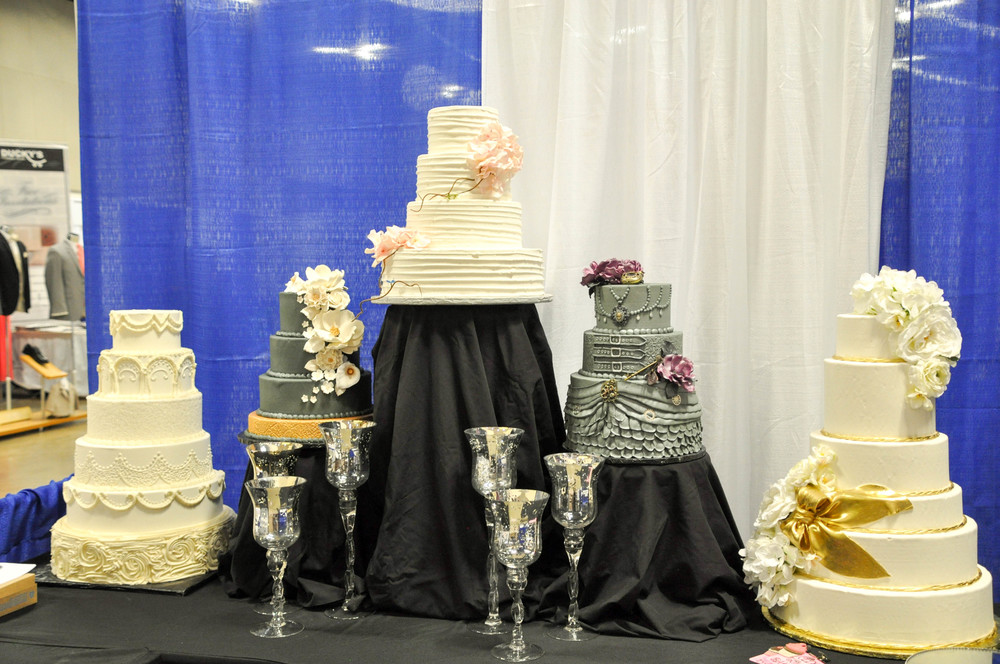 Caitlin Elizabeth Bridal and Alterations || Olde Towne Bakery, Wedding Cake Designer