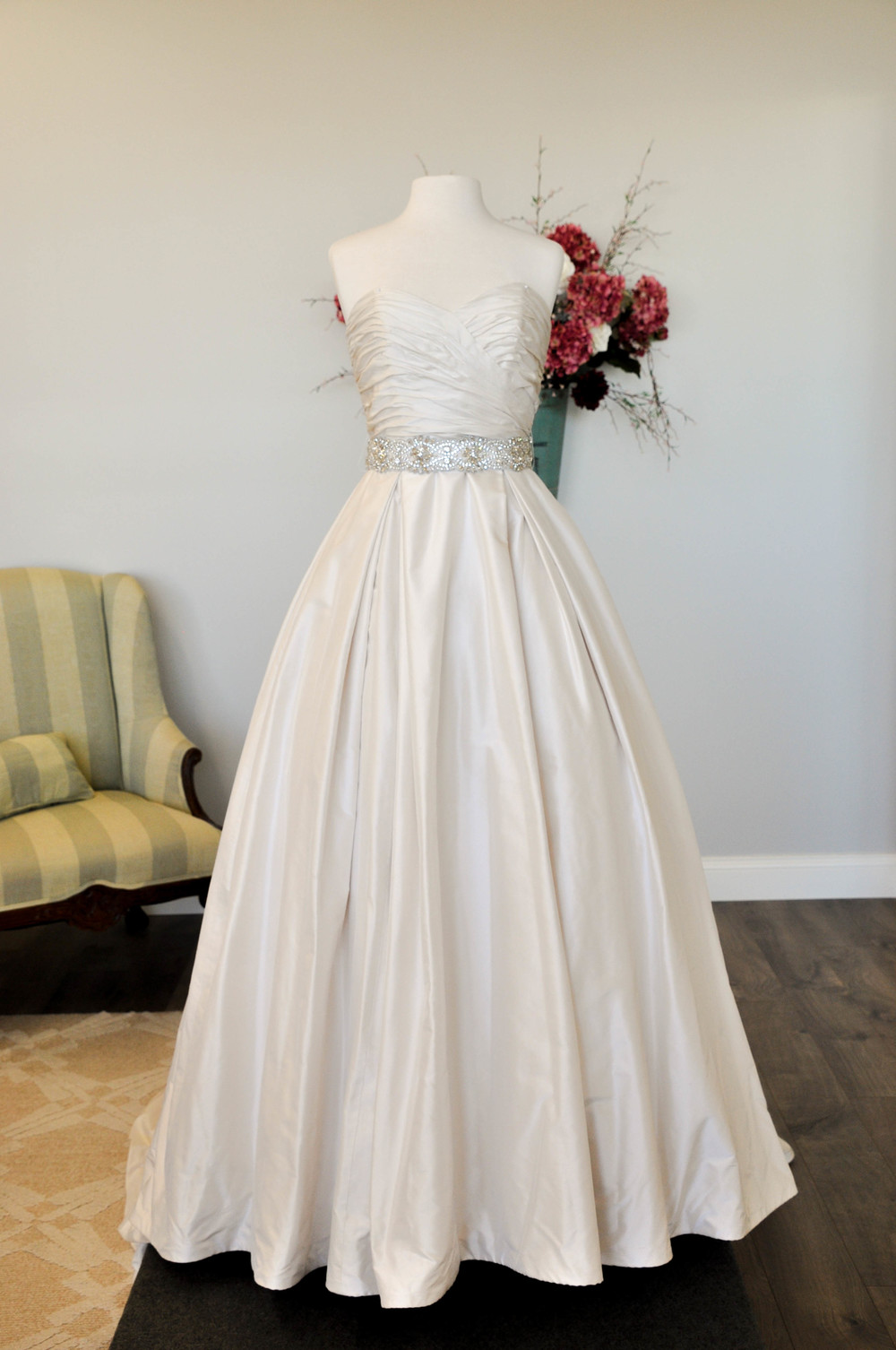 Paloma Blanca, Style 4606