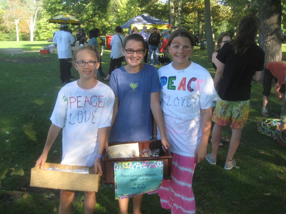 Peace girls.JPG