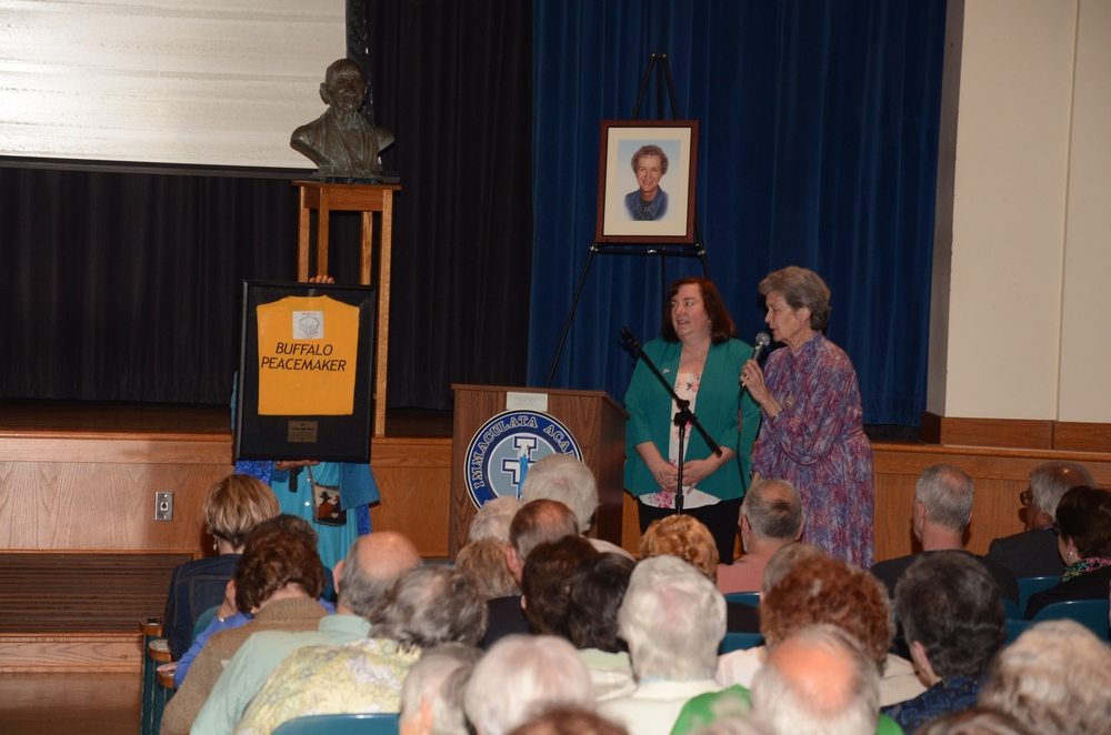 Sister Liz Savage, SSJ recognizes Peacemakers award given to Sister Karen Center Director Vivian Waltz