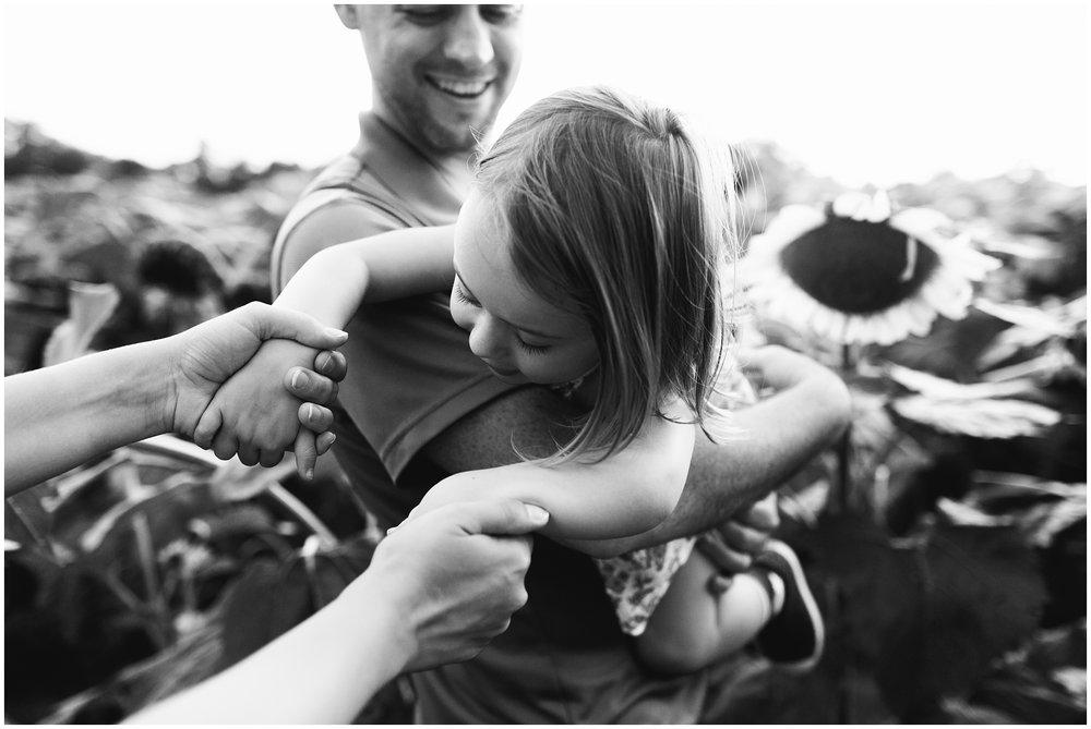 mckee-beshers-sunflowers-family-photography-5.jpg