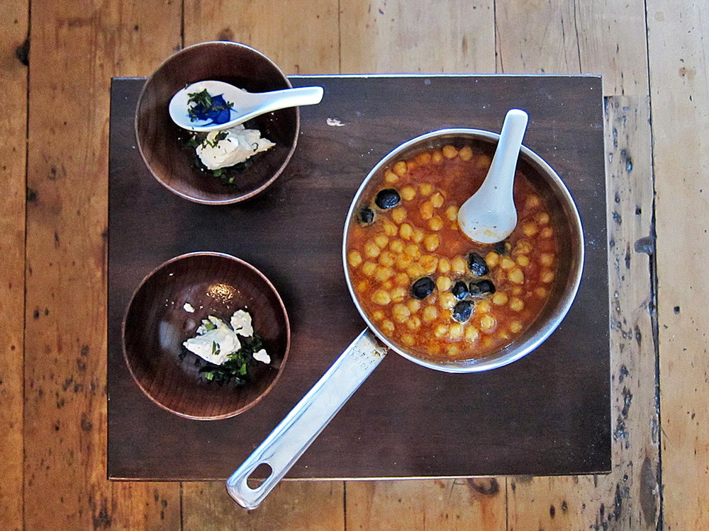 To ensure the chickpeas stay plenty hot, garnish the serving bowls first