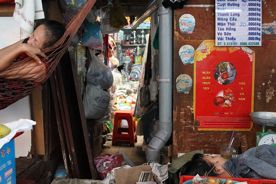 Saigon street market.jpg