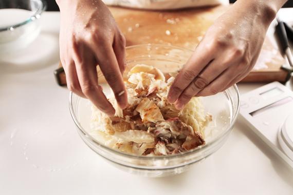 3. 拌入步驟1的碎魚肉。