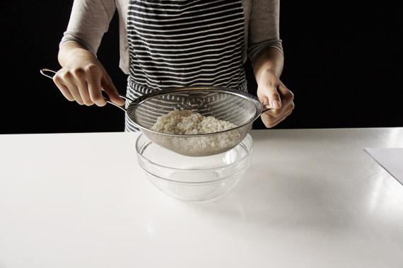 1. 將白米與糯米洗淨後放在濾網上1小時備用。