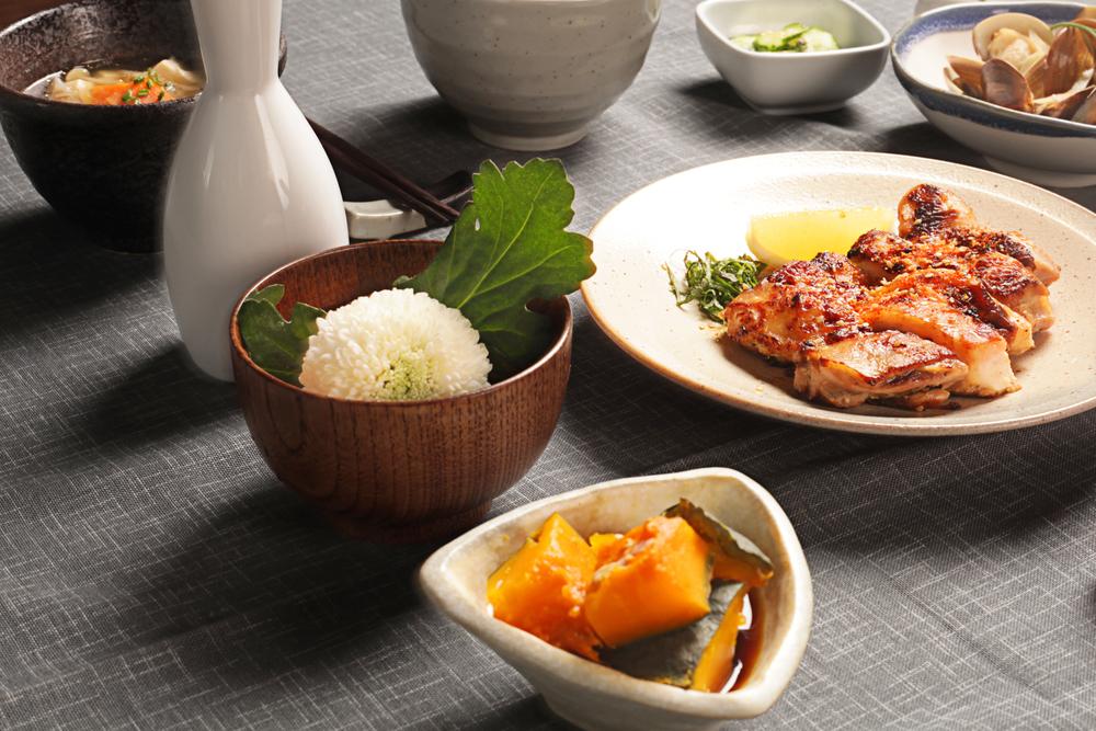 鹽麴小黃瓜   南瓜鹽麴煮   蔬菜味噌湯   酒蒸蛤蜊   豚肉野菜炊飯   雞肉鹽麴燒