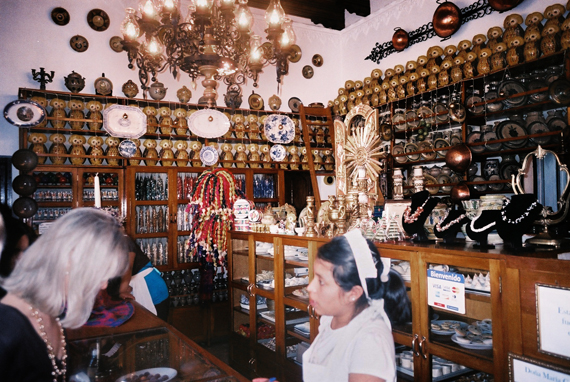 傳統的糖果店(背後的貓頭鷹是存錢筒超可愛的)