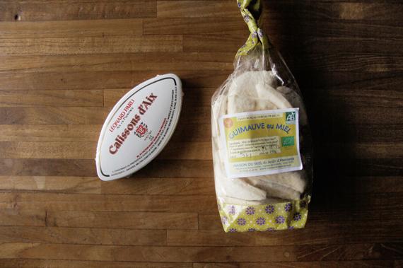 傳統杏仁餅(艾克斯卡里松杏仁餅)和蜂蜜棉花糖