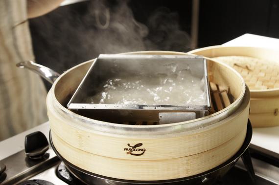 3. 以蒸籠或蒸鍋蒸約20分鐘,取出後放入冰箱冷藏內直至完全冷卻。
