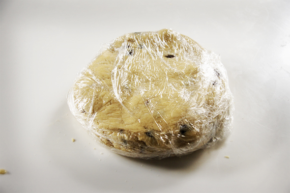 4. 完成的麵團覆上保鮮膜,放入冷藏約一個半小時後取出。