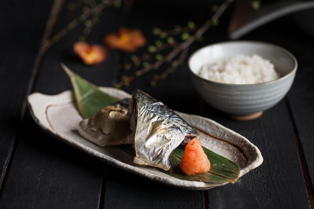 鯖魚一夜干蘸紅葉蘿蔔泥