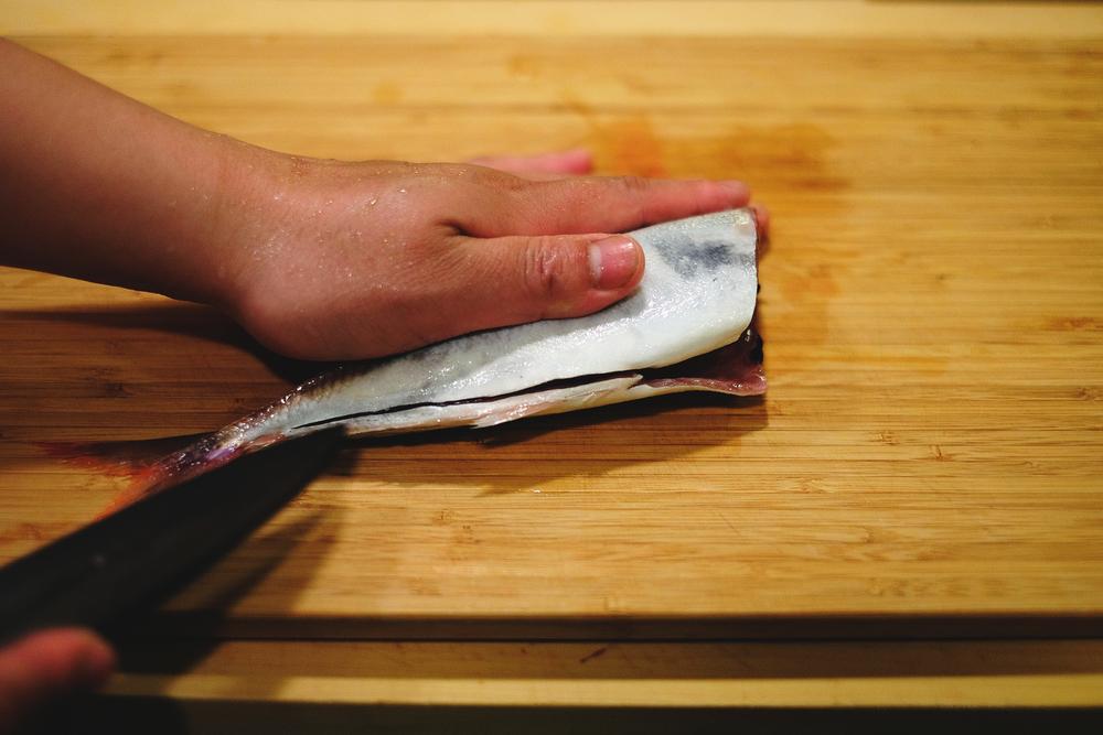 3. 畫開至魚尾巴前