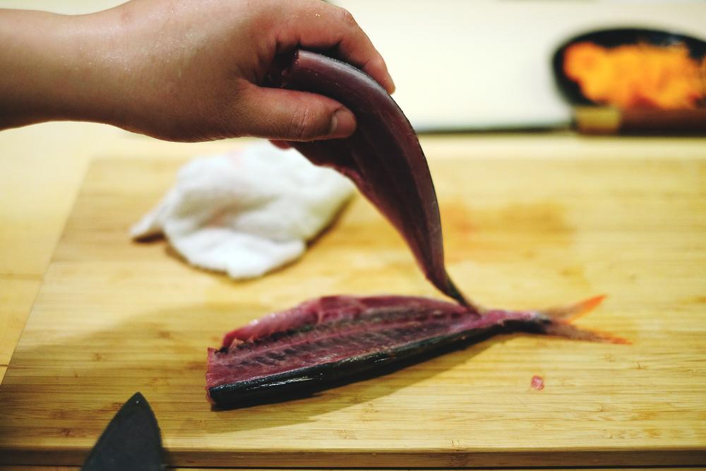 5. 此時可看見已分離魚骨的一半魚肉
