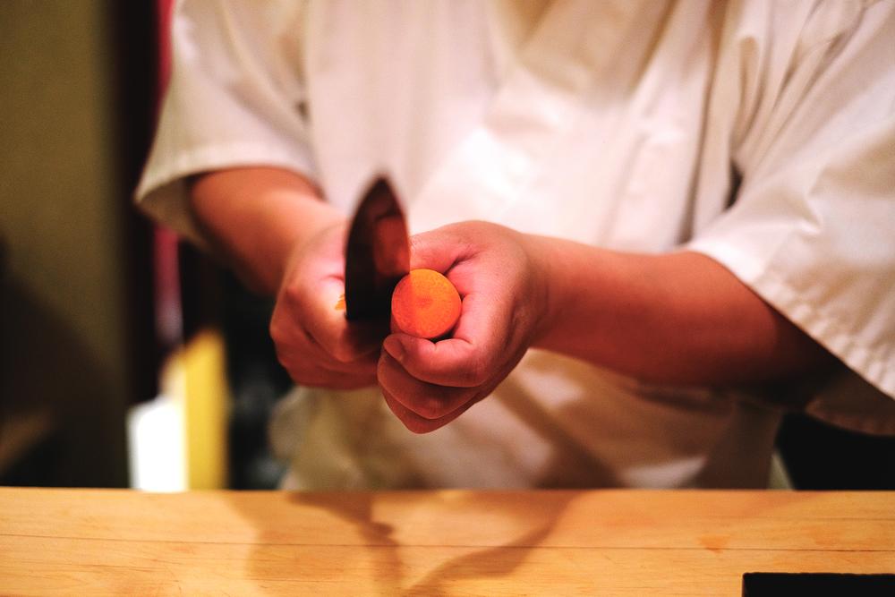 1. 將紅蘿蔔取一適當長度,以刀子去皮