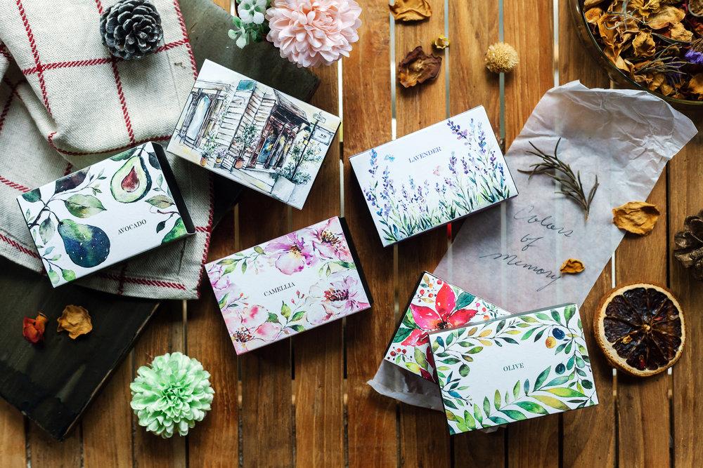 手工皂插畫盒:「天然花卉草本與環保概念為自己所喜,所以在繪畫的過程有如神助般的渾然天成。」Uma說。