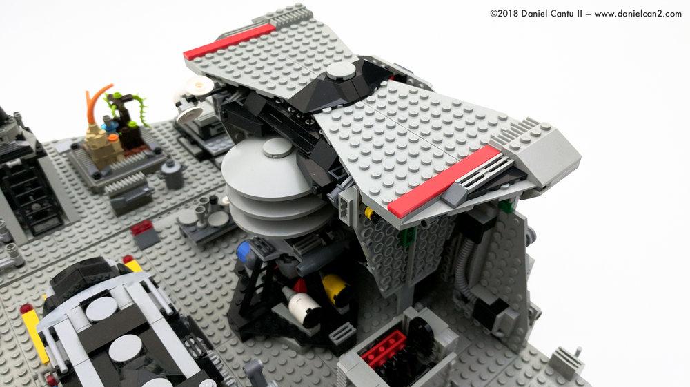 LEGO-Mobile-Fortress-60.jpg